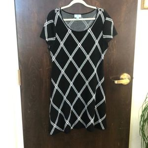 CeCe Sweater Dress. Black and White pattern sizeXL